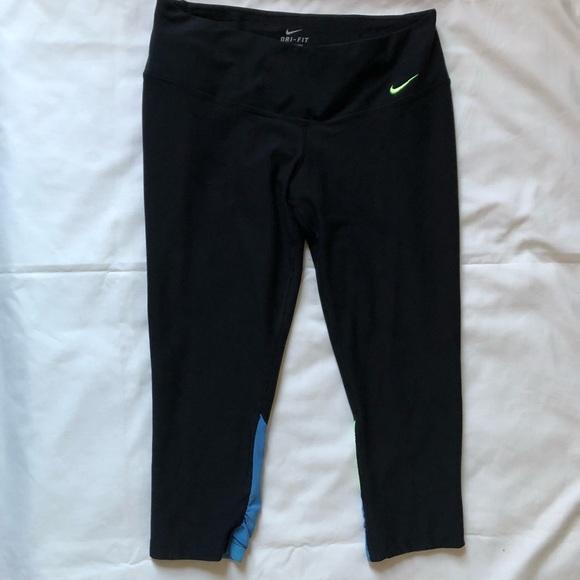 Nike Dri Fit Capri Sz M